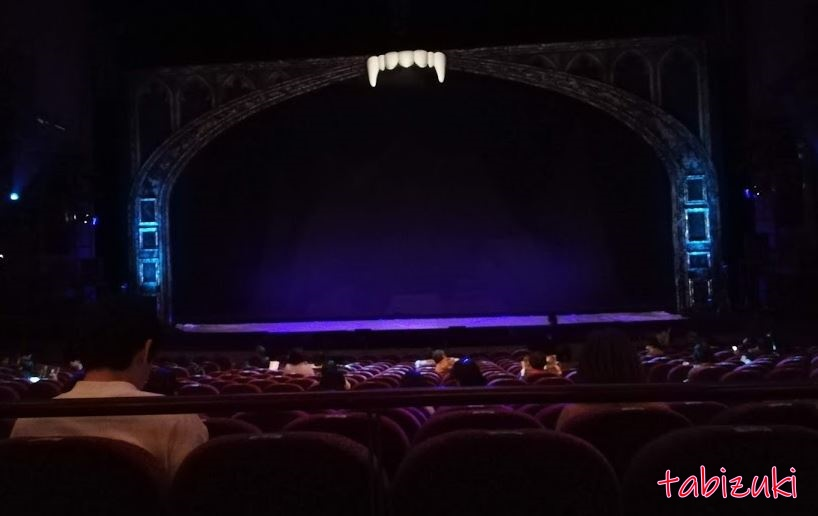 梅田芸術劇場メインホールの1階席20列目の見え方(画像あり)座席表